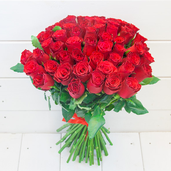 Bouquet with 51 or 101 red roses
